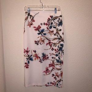 NWT Zara Woman Floral Pencil Skirt Size Medium